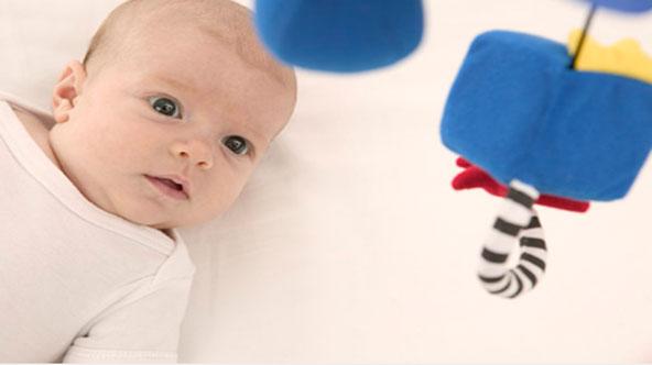判断宝宝视觉正常的观察方法