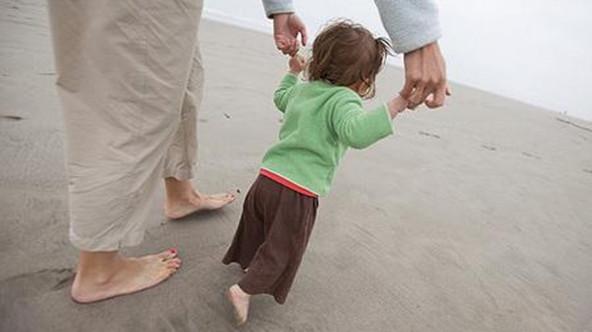 帮助宝宝学走路的10个技巧