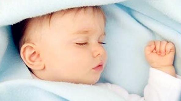 让宝宝睡觉不踢被子的方法